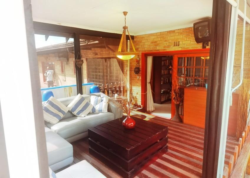 5 Bedroom House For Sale in Brackenhurst