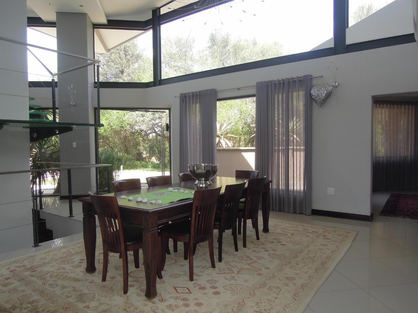 5 Bedroom House For Sale in Lion Park