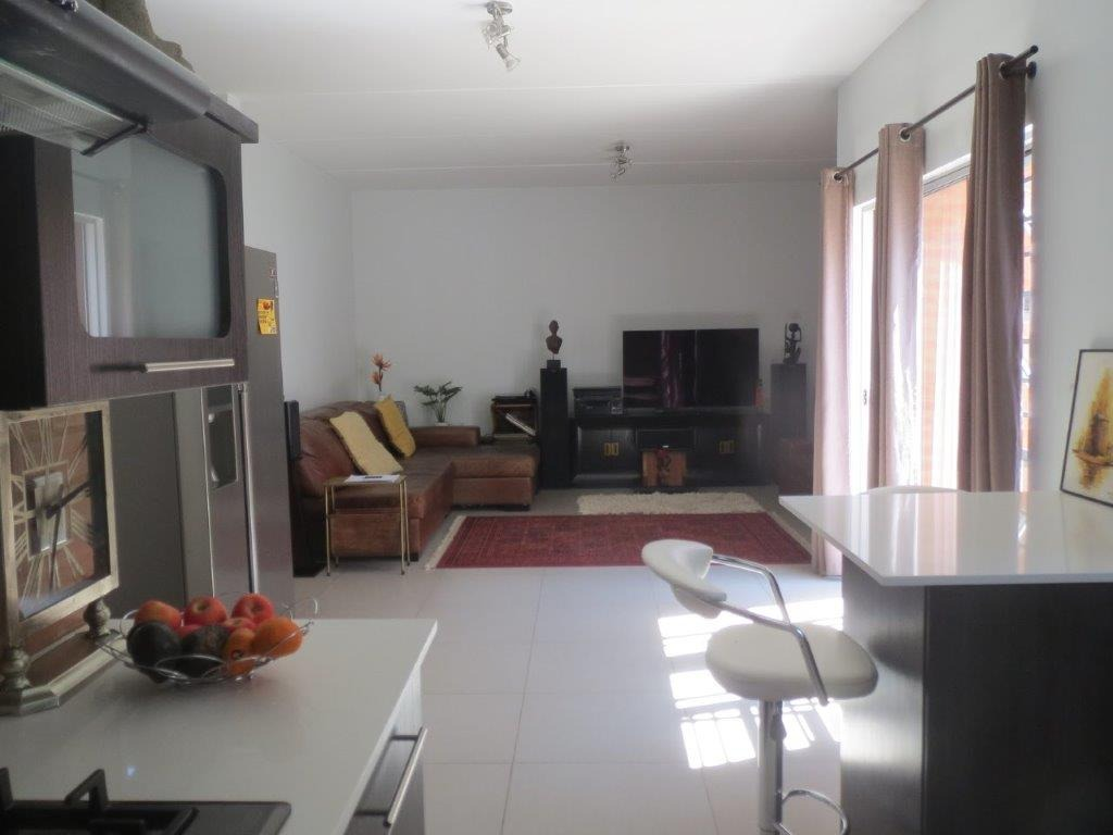 3 Bedroom Townhouse To Rent in Maroeladal
