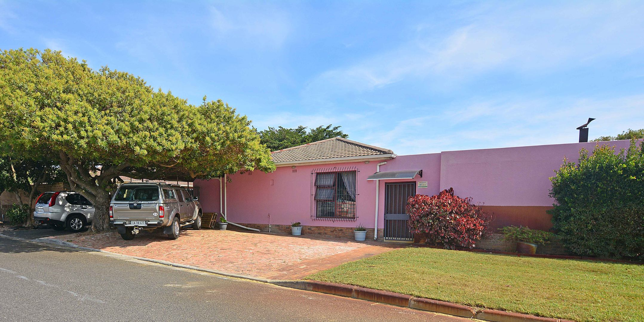 6 Bedroom House For Sale in Table View