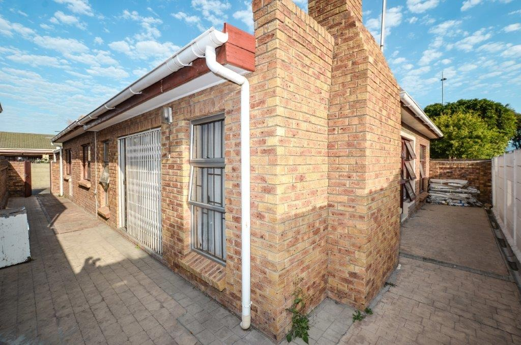 5 Bedroom House For Sale in Table View