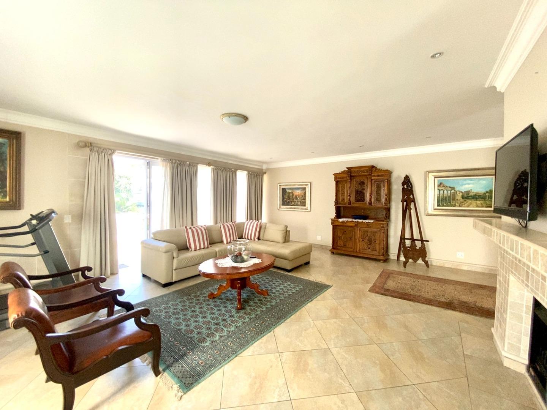 5 Bedroom House For Sale in Waterkloof
