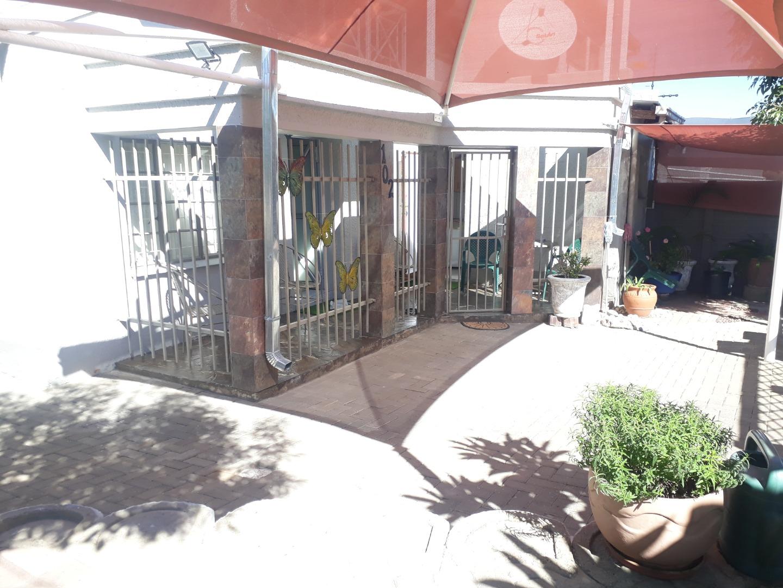 3 Bedroom Townhouse For Sale in Dorado Park