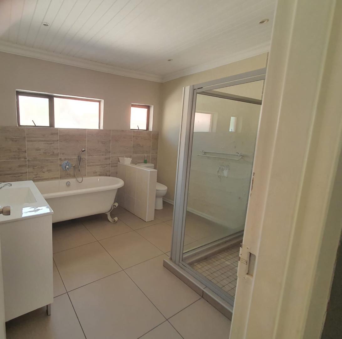 5 Bedroom House For Sale in Brandwag