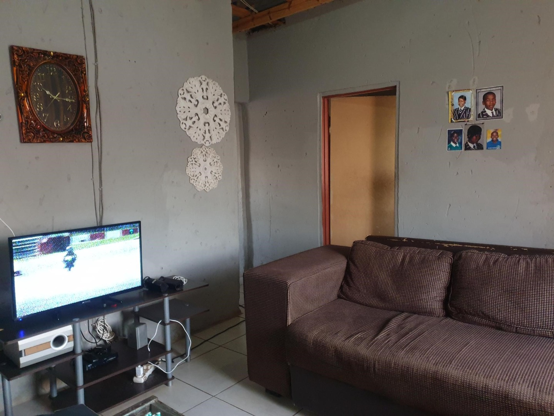 2 Bedroom House For Sale in Moleleki