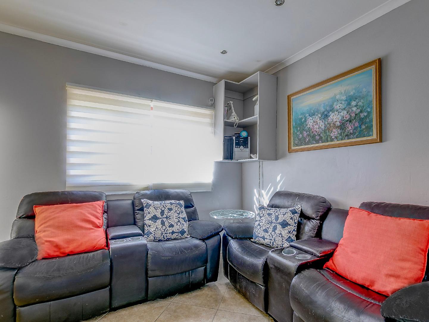 5 Bedroom House For Sale in Glencairn Heights