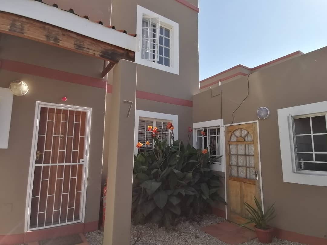 4 Bedroom Townhouse For Sale in Hochland Park