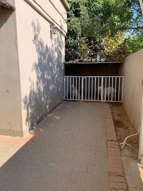 4 Bedroom House For Sale in Block 8