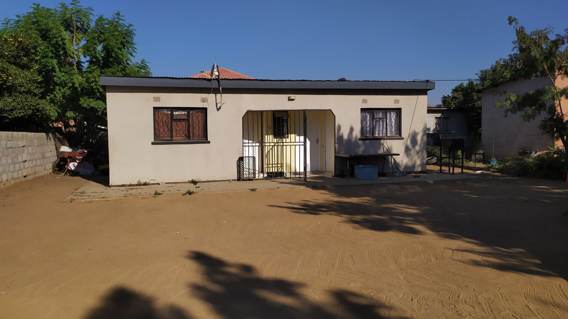 2 Bedroom House For Sale in Block 3