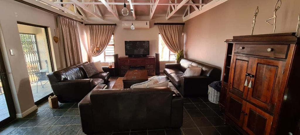 4 Bedroom House For Sale in Kuruman