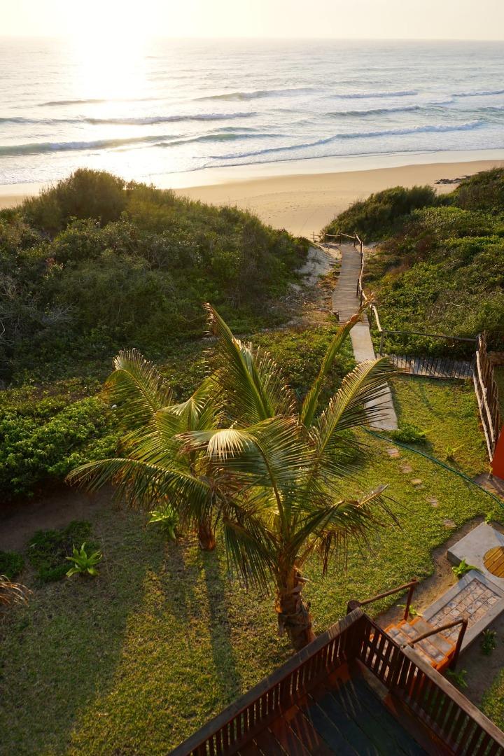 8 Bedroom House For Sale in Praia do Tofo