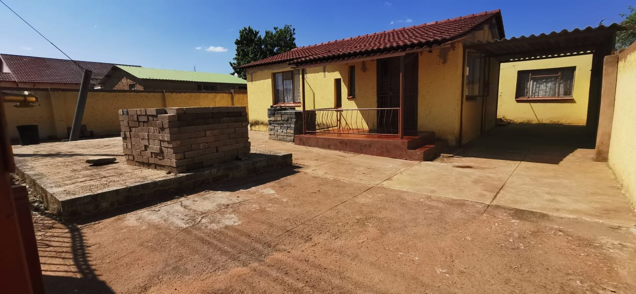 5 Bedroom House For Sale in Soshanguve L