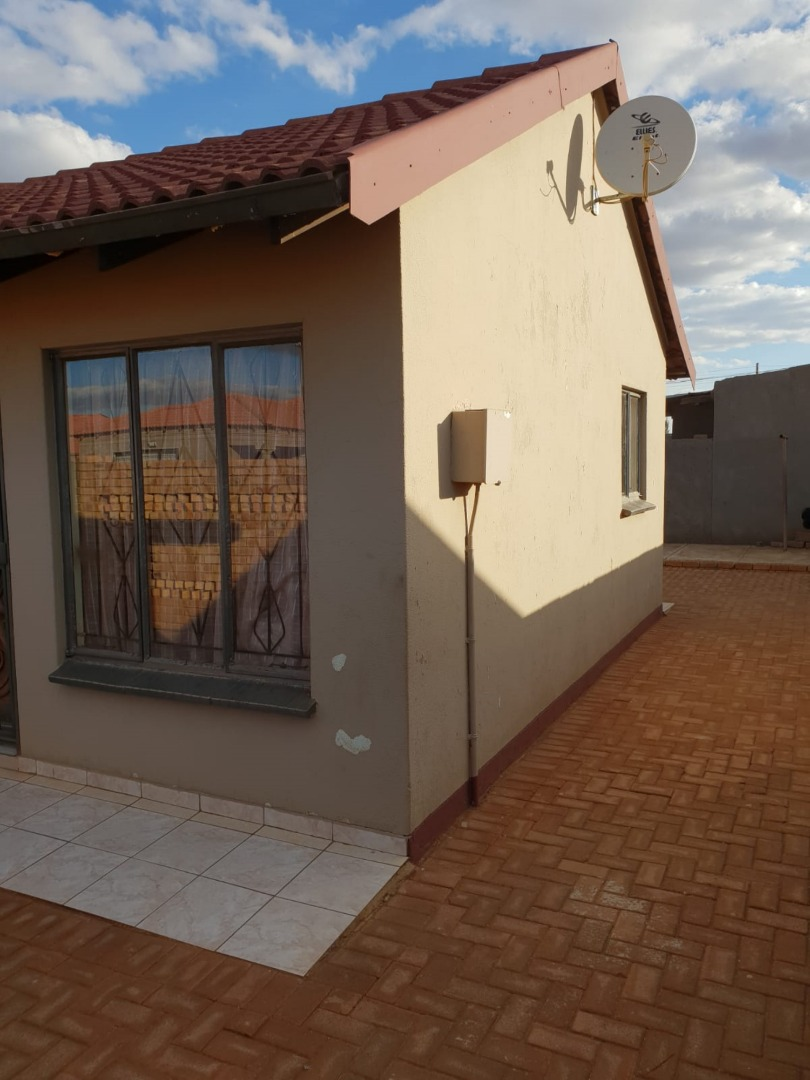2 Bedroom House For Sale in Doornkop