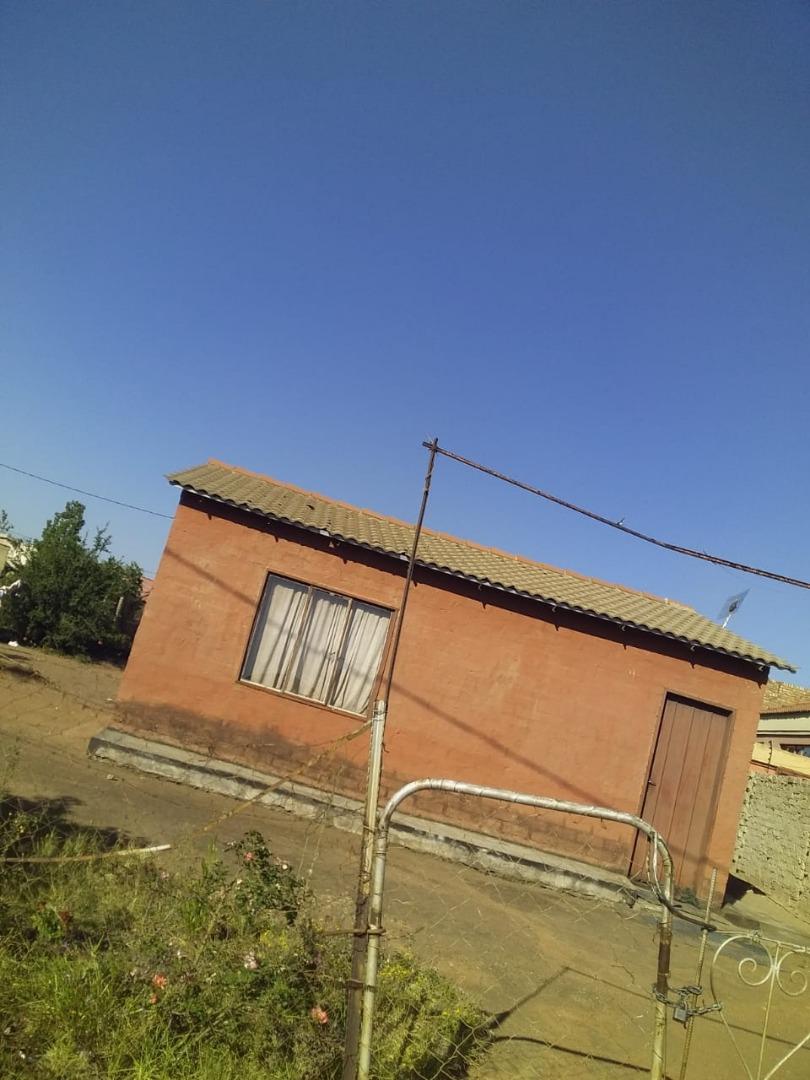 2 Bedroom House For Sale in Soshanguve V