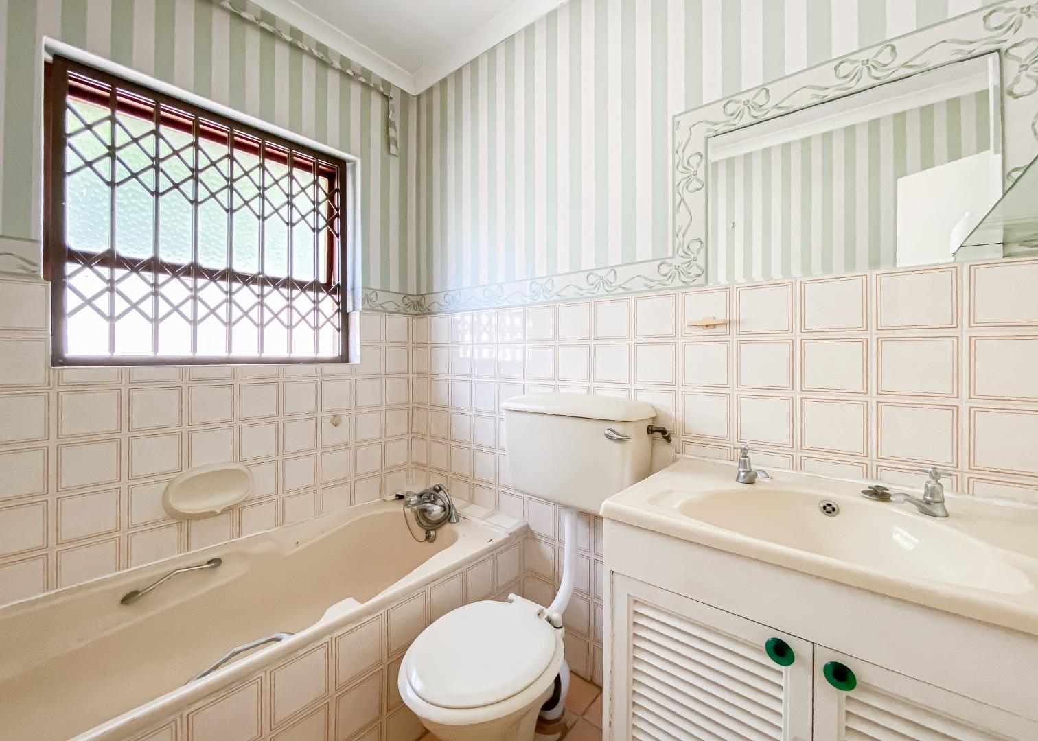 3 Bedroom House For Sale in Van Riebeeckstrand