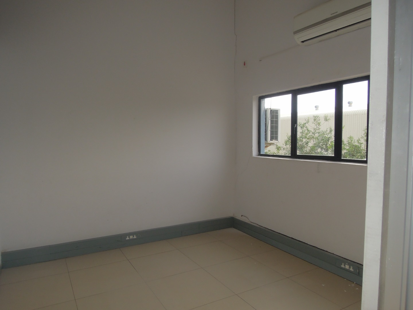 Commercial Property in Block 3 For Sale