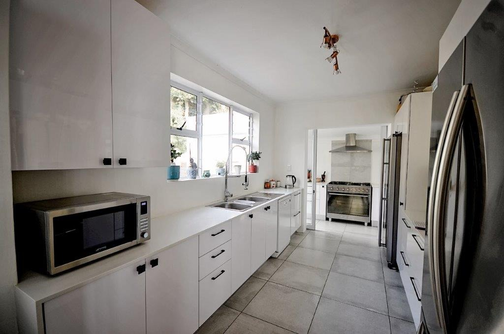 4 Bedroom House For Sale in Froggy Farm