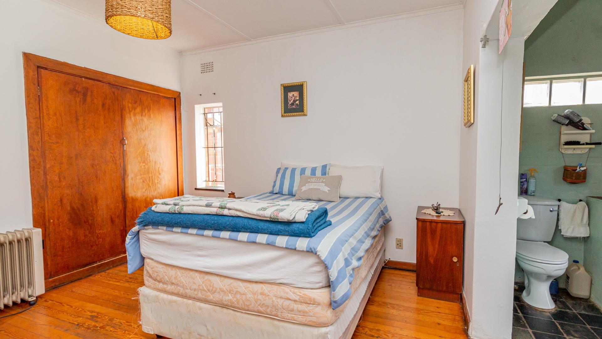 4 Bedroom House For Sale in Westdene
