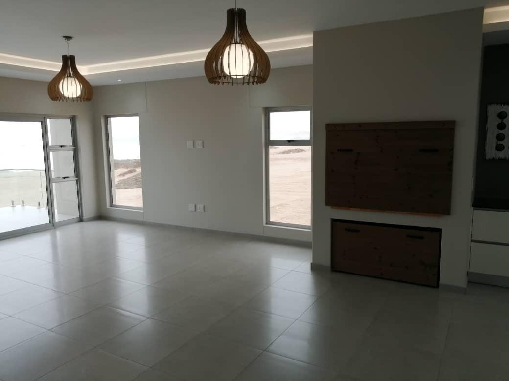 5 Bedroom House For Sale in Henties Bay