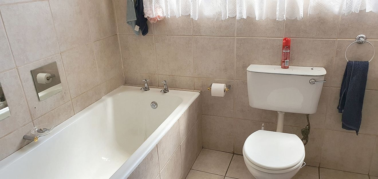 4 Bedroom House For Sale in Woodmere