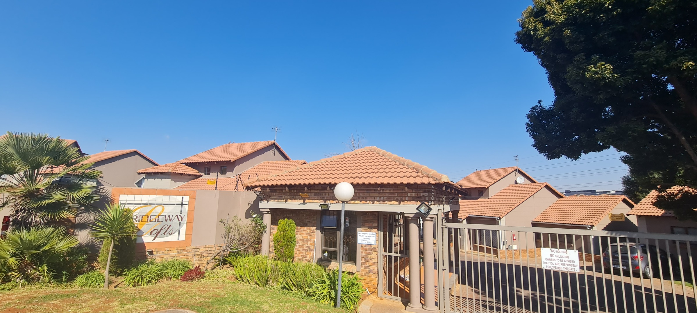 3 Bedroom Apartment / Flat For Sale in Mondeor