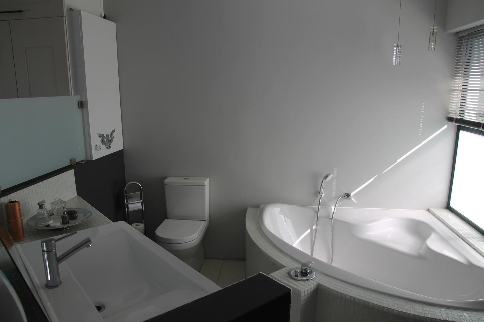 5 Bedroom House For Sale in Riebeek Kasteel