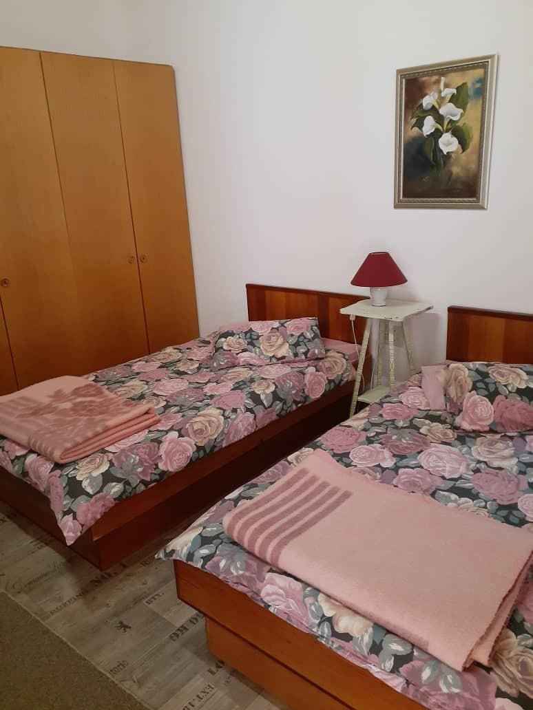 6 Bedroom House For Sale in Henties Bay