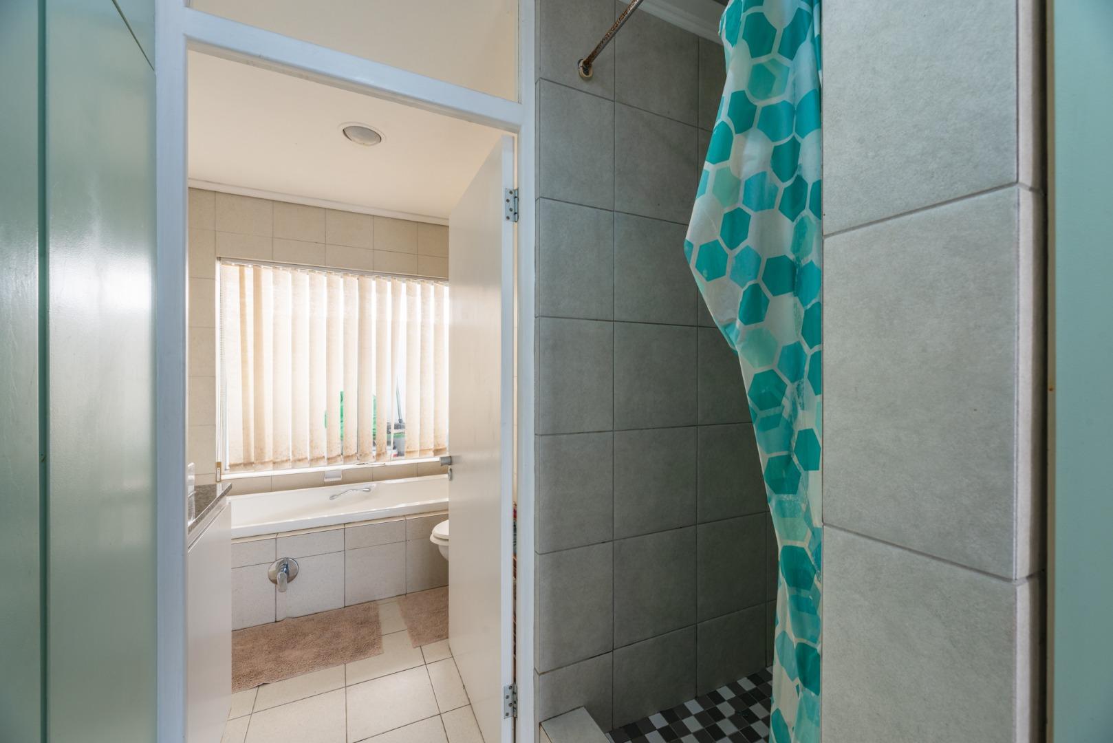 1 Bedroom House To Rent in Fish Hoek