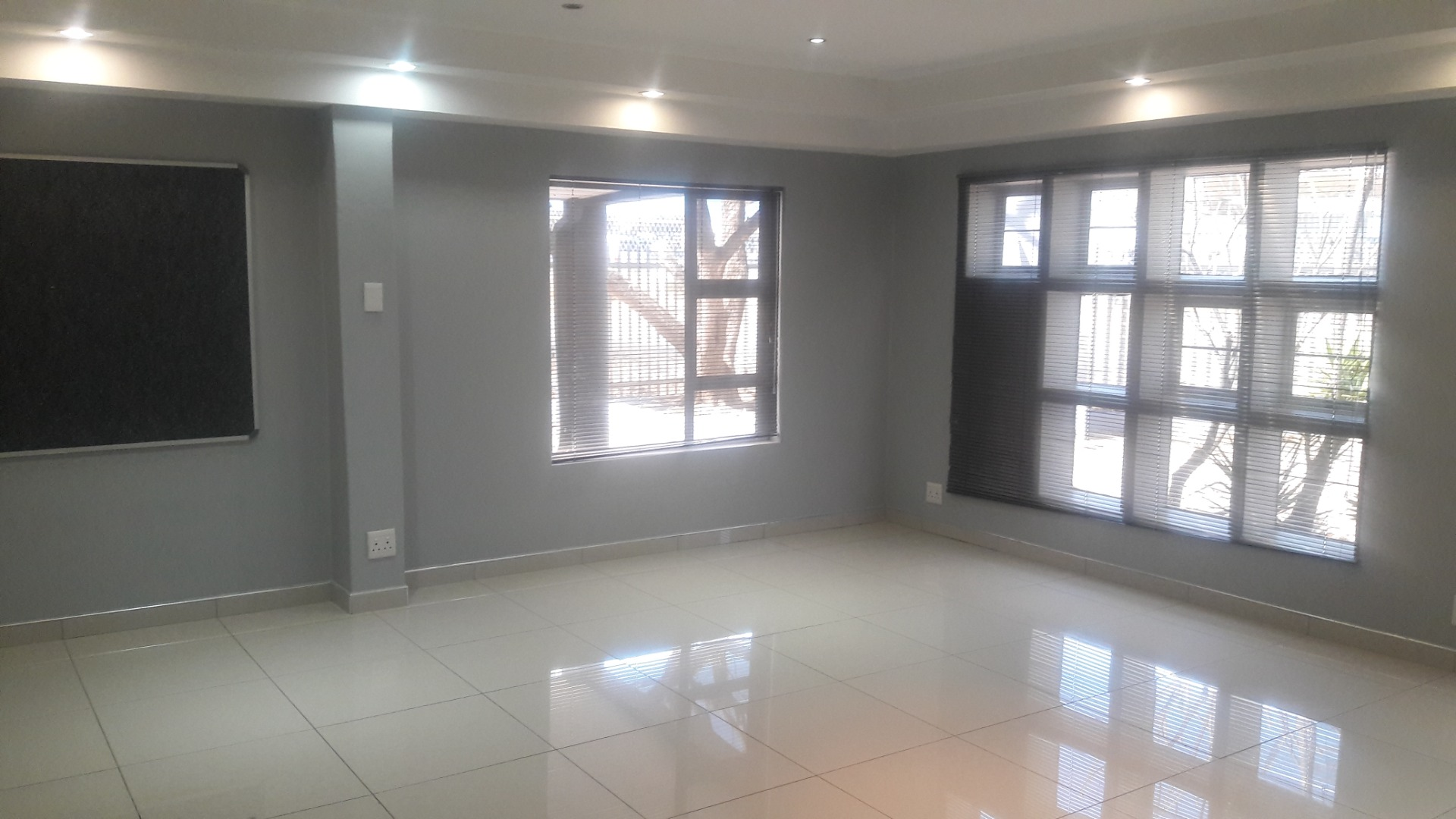 Commercial Property in Eros To Rent