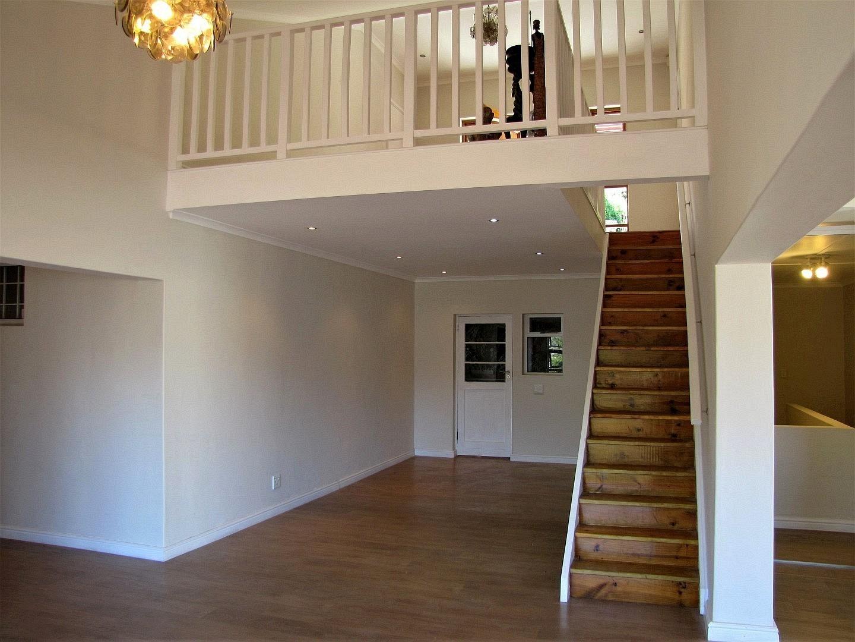 6 Bedroom House For Sale in Glen Marine