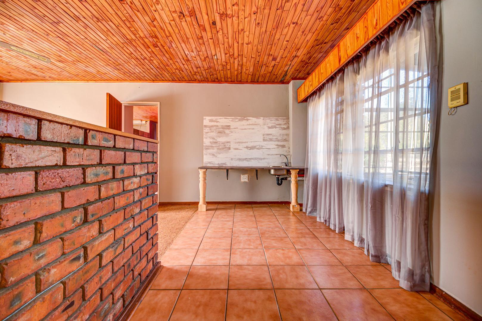 5 Bedroom House For Sale in Nestpark AH