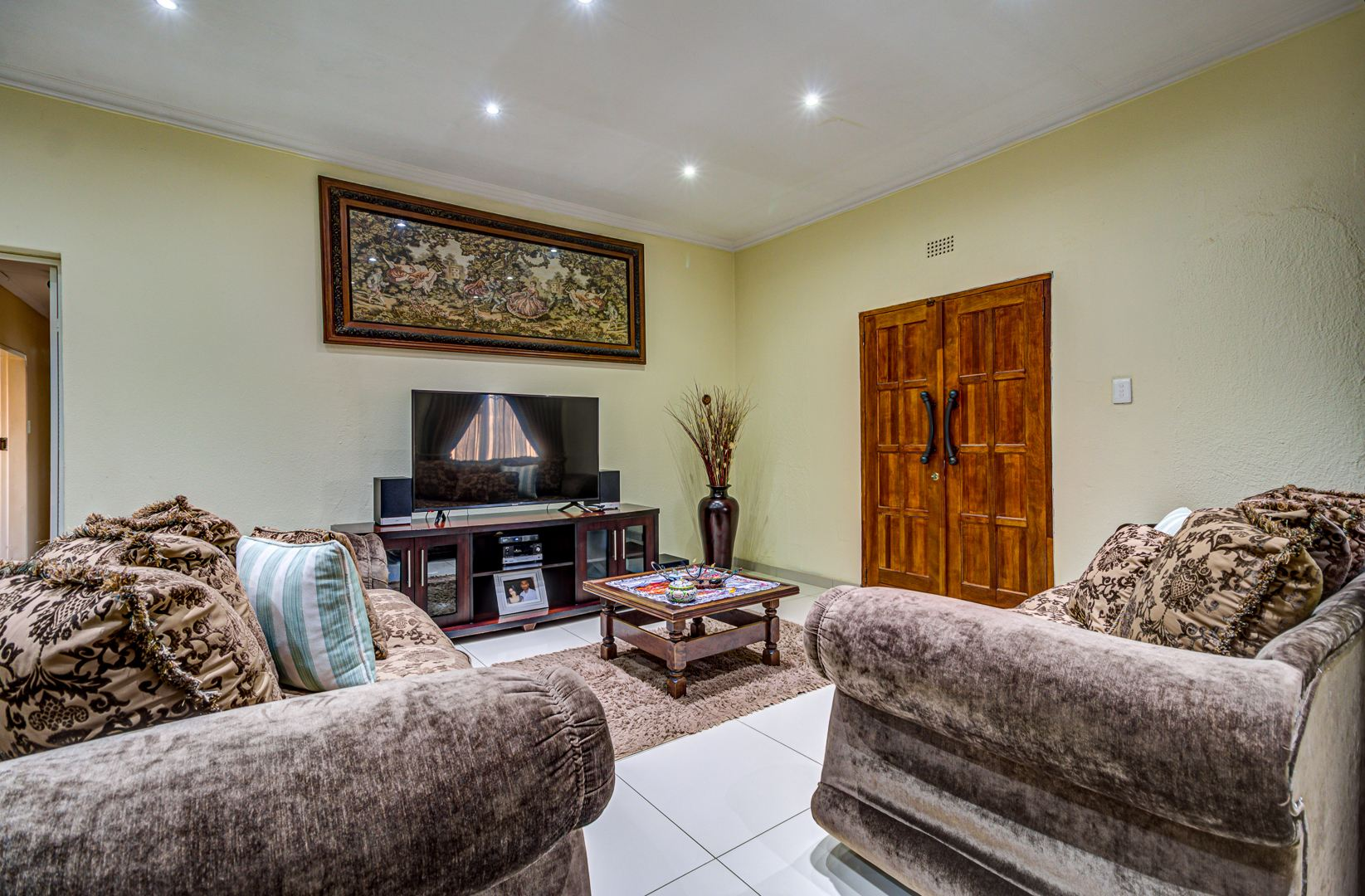 5 Bedroom House For Sale in Rynfield