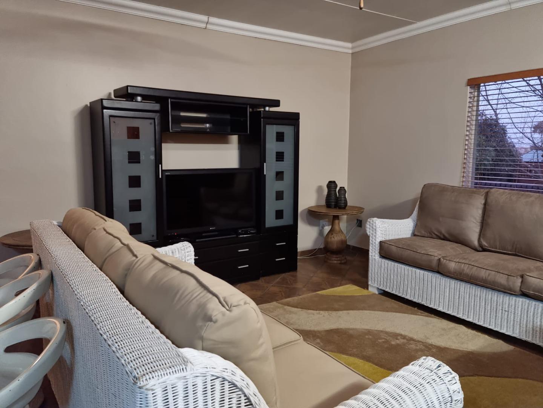 2 Bedroom Townhouse For Sale in Overkruin