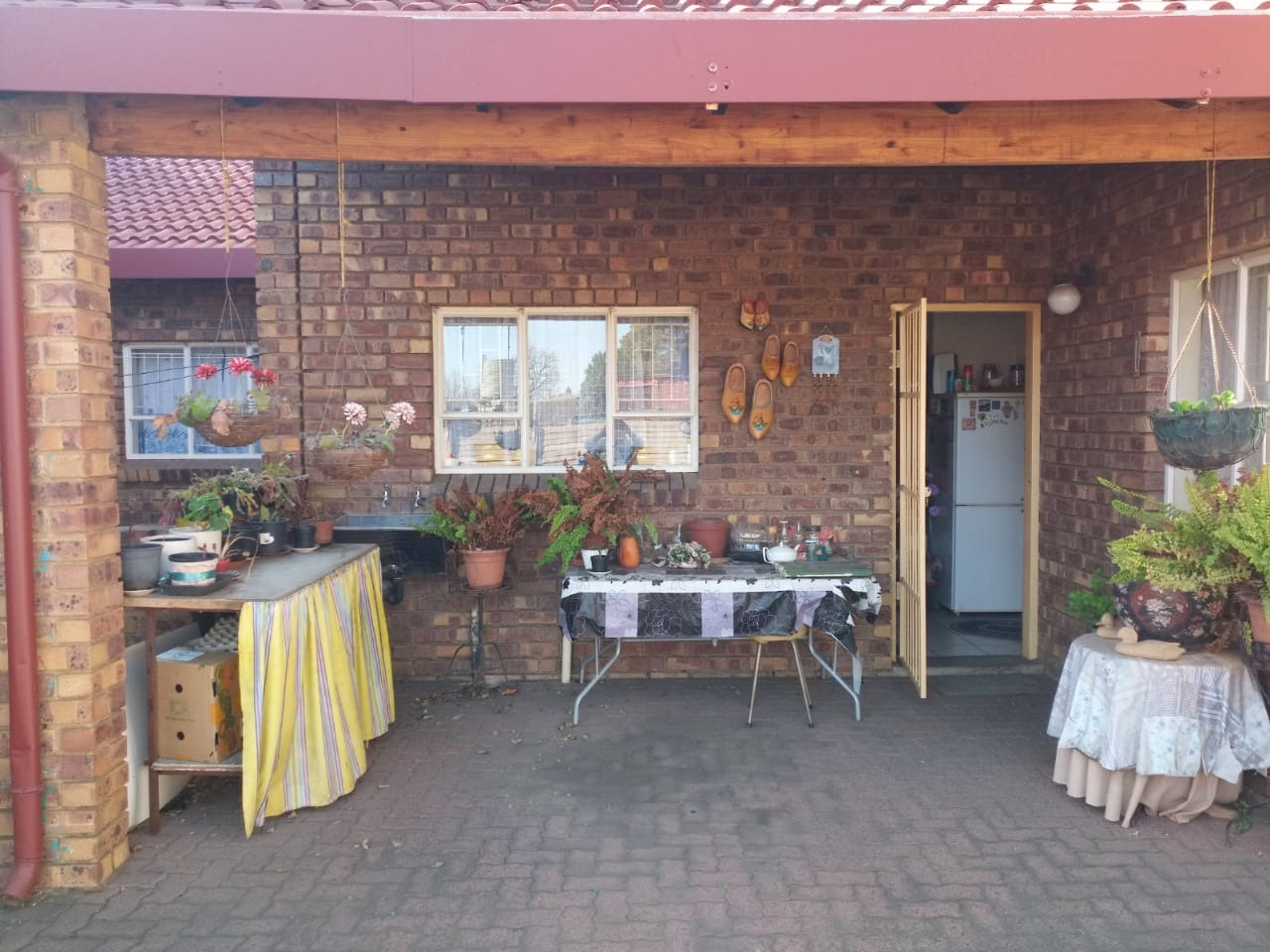 2 Bedroom Townhouse For Sale in Erasmus