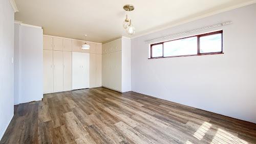 6 Bedroom House For Sale in Van Riebeeckstrand