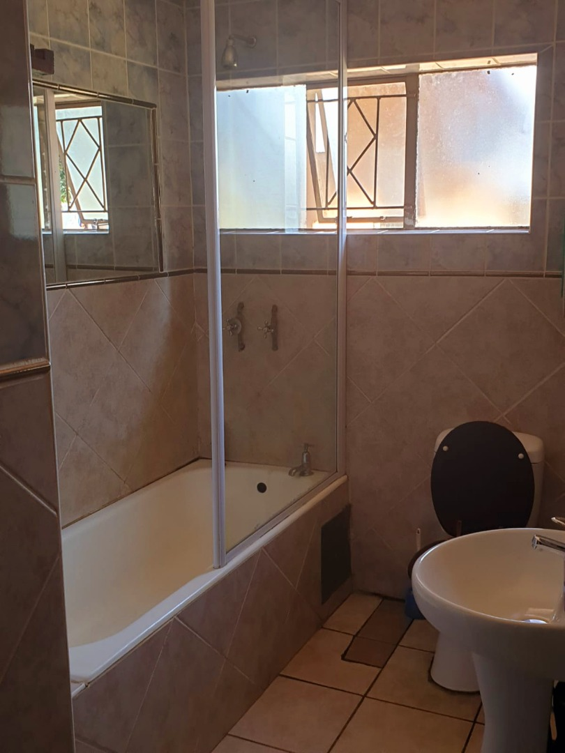 8 Bedroom House For Sale in Durley AH