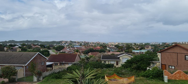 4 Bedroom House For Sale in Aston Bay
