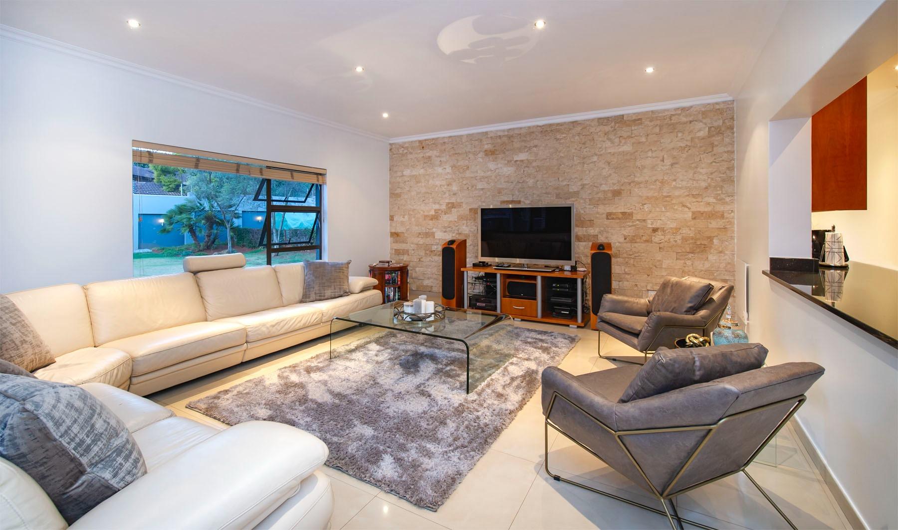 4 Bedroom House For Sale in Bedfordview