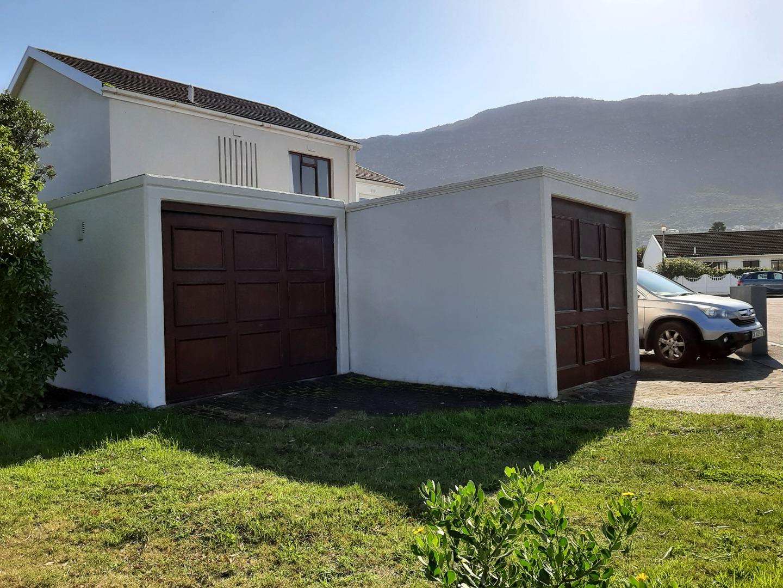 3 Bedroom Townhouse To Rent in Fish Hoek