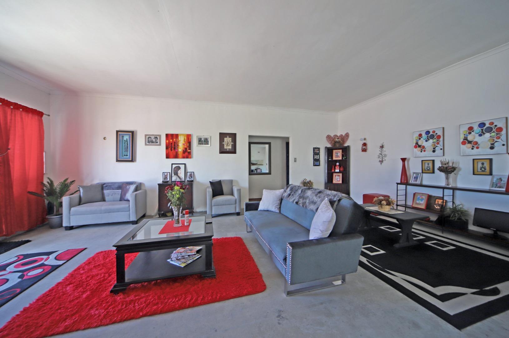 4 Bedroom House For Sale in Strandfontein Village