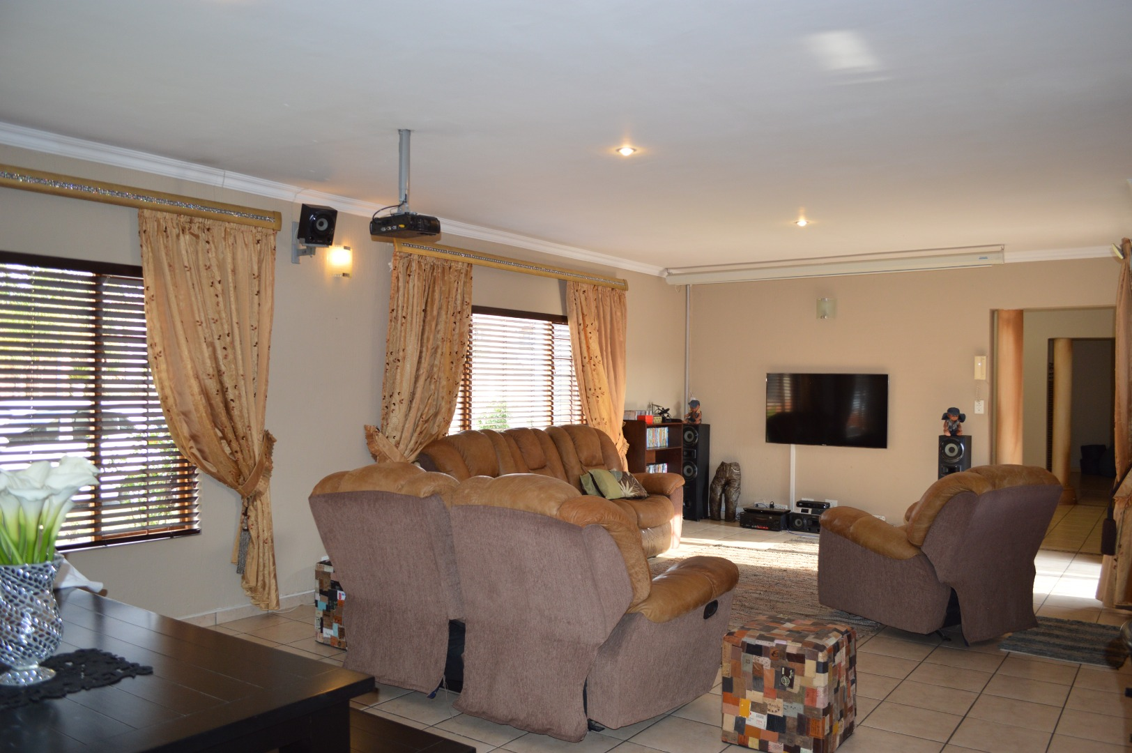 4 Bedroom House For Sale in Sonneveld