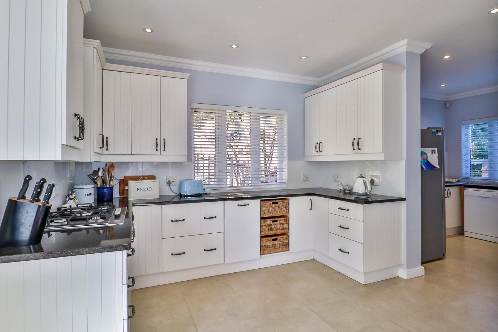 4 Bedroom House For Sale in Zeegezicht