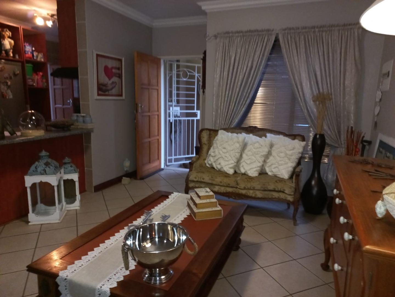 3 Bedroom Townhouse For Sale in Kanonkop