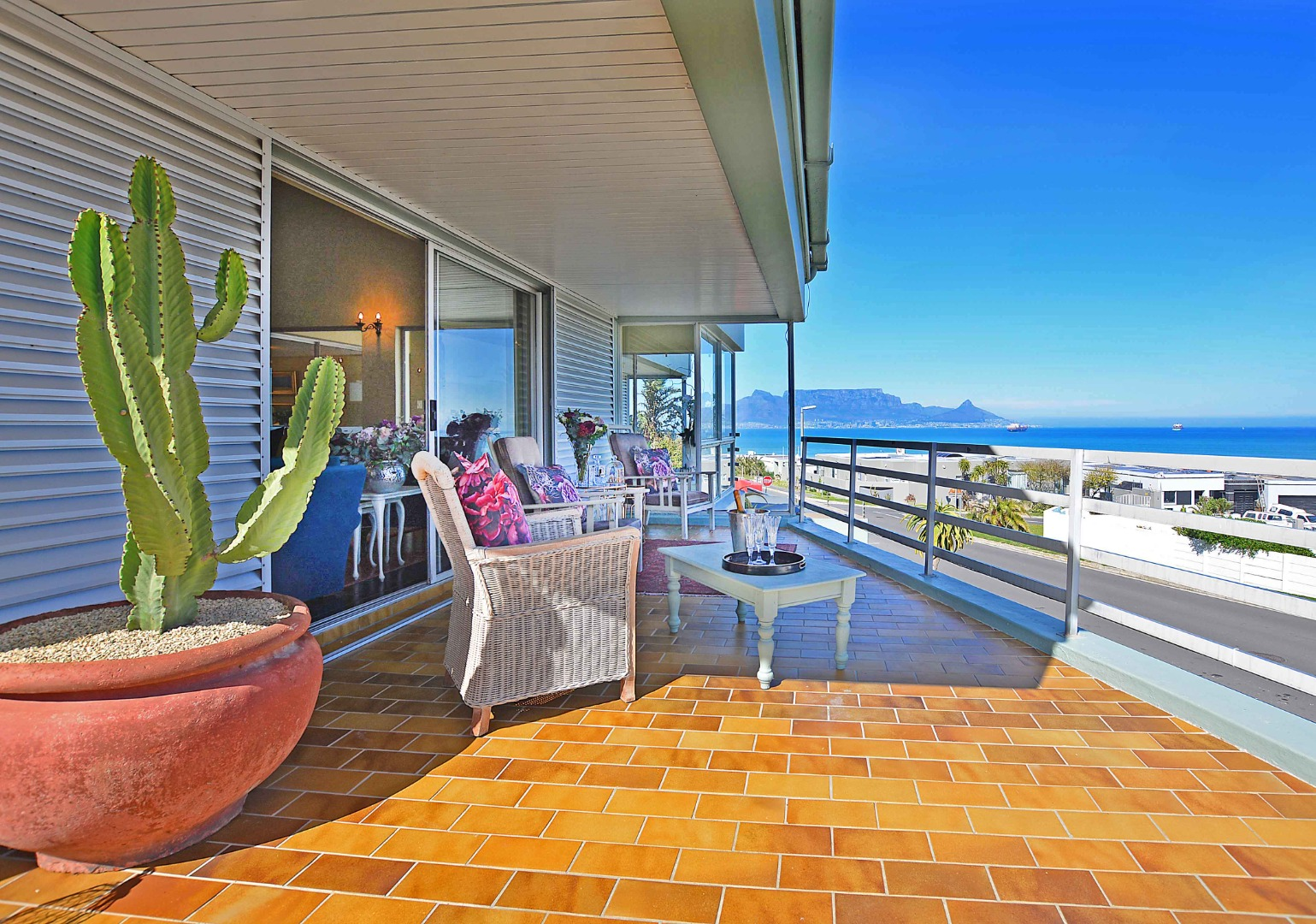 7 Bedroom House For Sale in Bloubergstrand