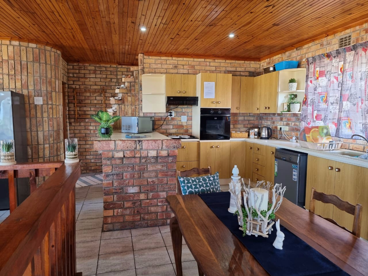 4 Bedroom House For Sale in Cannon Rocks