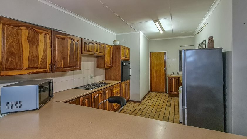 2 Bedroom Townhouse For Sale in Aerorand