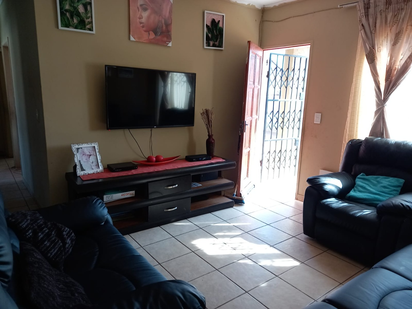 3 Bedroom House For Sale in Hlalamnandi