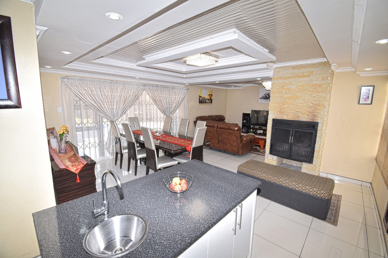 4 Bedroom House For Sale in Crystal Park