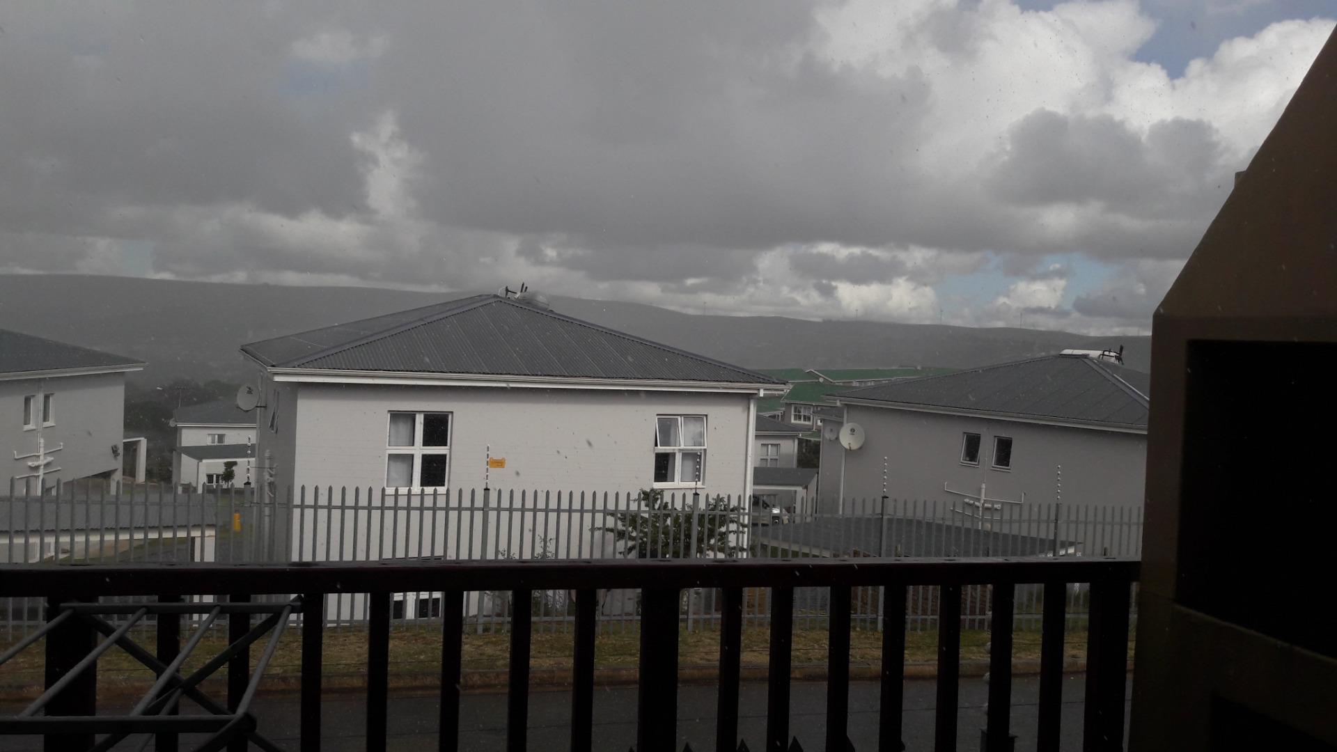 2 Bedroom Townhouse To Rent in Oatlands North