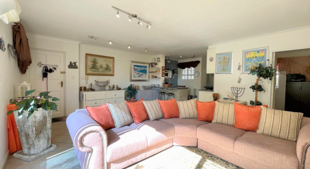 3 Bedroom Apartment / Flat For Sale in Gordons Bay Central